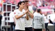Einsatzende: Makoto Hasebe (links) und David Abraham sind die Anstrengungen der Saison anzusehen.