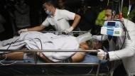Flugzeug mit brasilianischem Fußballteam abgestürzt