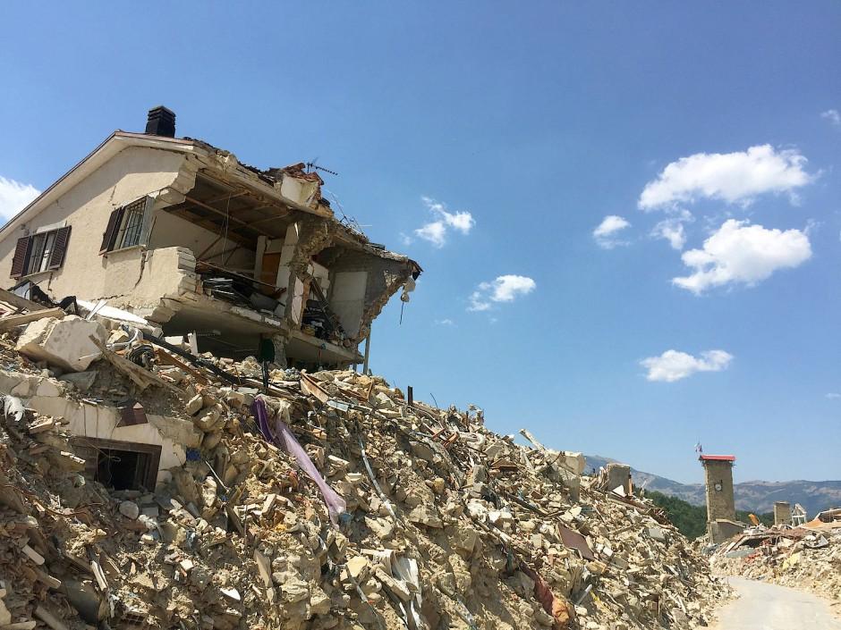 Ein Jahr später: Blick auf Trümmer in der Sperrzone des Zentrums von Amatrice