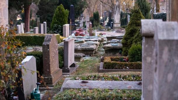 Kupferdiebe auf Friedhof festgenommen