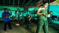 Bambusgaragen und Satellitenfernsehen: Die Demobilisierungzone nahe dem Städtchen Icononzo im zentralkolumbianischen Departamento Tolima