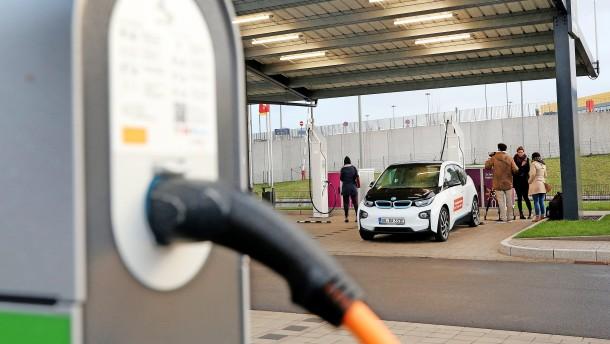 Eine App soll für billigen E-Auto-Strom sorgen