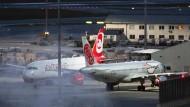 Maschinen von Niki und der insolventen Muttergesellschaft Air Berlin auf dem Flughafen in Wien.