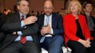 Aufeinander angewiesen: Kanzlerkandidat Schulz mit Ministerpräsidentin Kraft und SPD-Außenminister Gabriel.