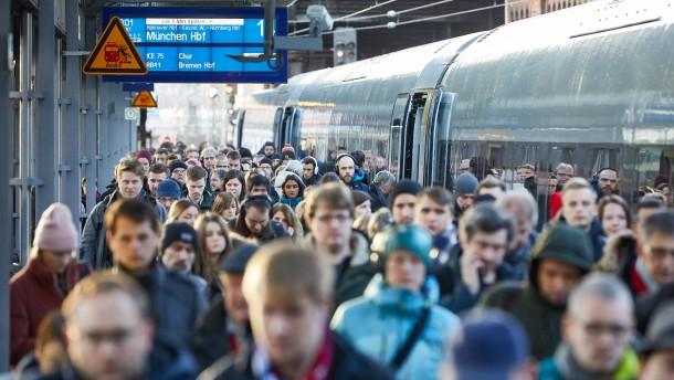 So viele Menschen nutzen den Fernverkehr der Bahn
