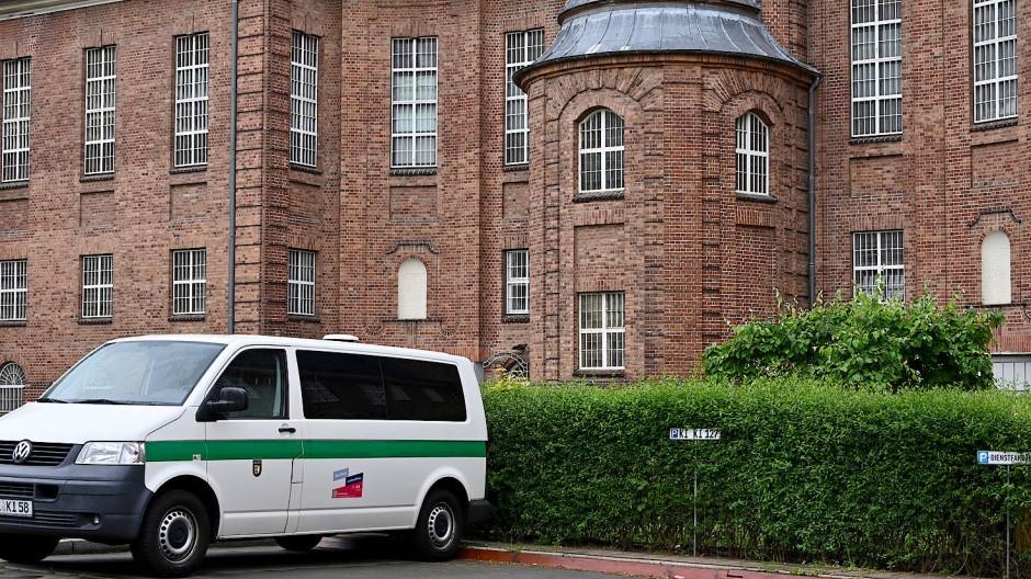 Justizvollzugsanstalt Kiel: Hier sitzt der Mordverdächtige aktuell eine Strafe wegen eines anderen Falls ab.