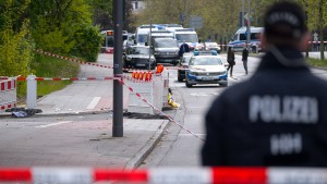 Mann mit Messer durch Polizeischüsse getötet