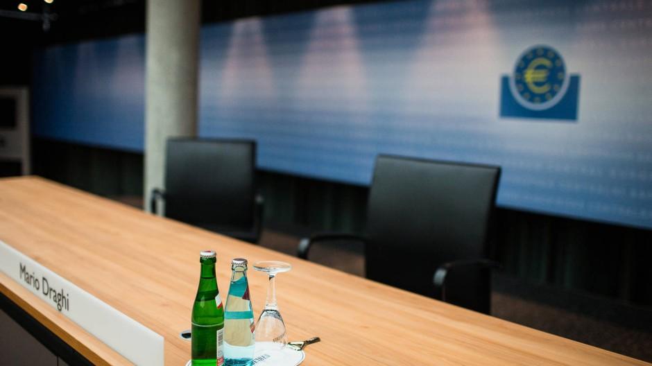 Alle warten auf eine Aussage des Präsidenten der EZB, doch der wird wohl weiter vage bleiben
