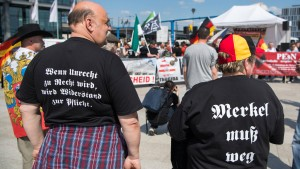 Tausende protestieren gegen Rechtspopulisten