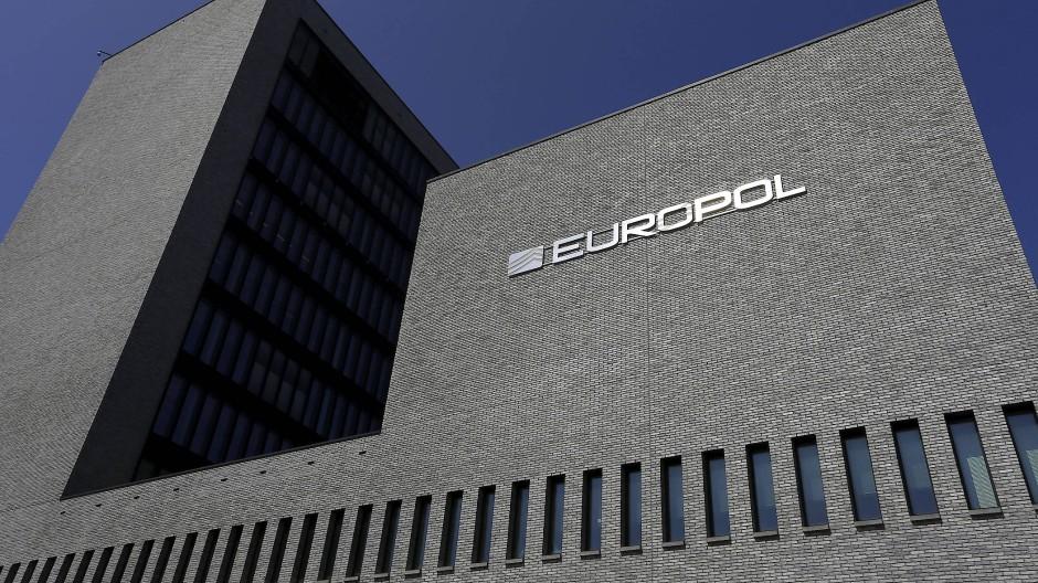 Laut Europol sind viele Banden wie Wirtschaftsunternehmen organisiert, mit verschiedenen Management-Ebenen.