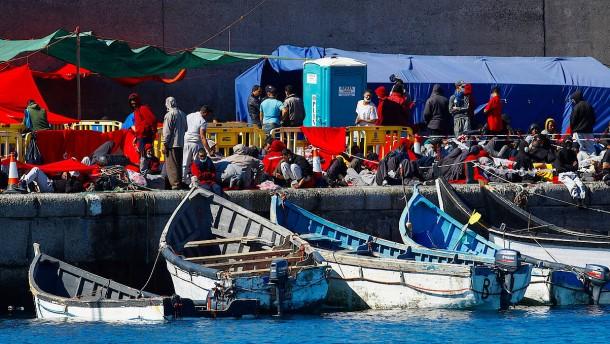 Überfüllte Unterkünfte für Geflüchtete auf Gran Canaria