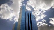 Deutschbanker gehen, weil sie sich benehmen müssen