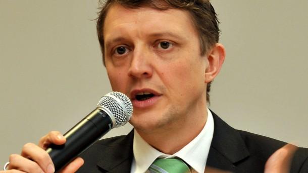Ein Grüner fordert den CDU-Amtsinhaber heraus