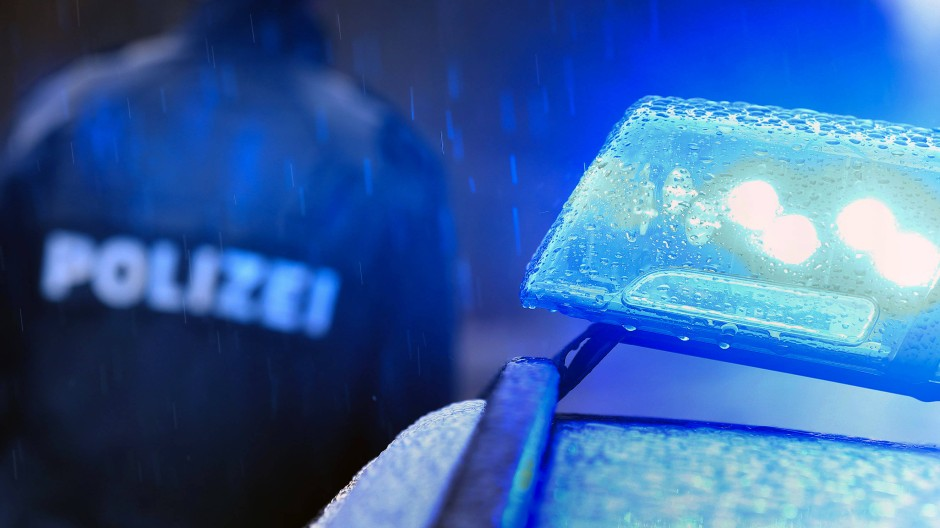 Einem Mitarbeiter der Paderborner Polizei wird vorgeworfen, er sei im Besitz von kinderpornografischen Material.