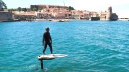 Mit dem E-Surfboard über das Wasser schweben
