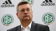 """DFB-Präsident Reinhard Grindel: """"Ich bin dafür, den Confed Cup abzuschaffen. Und auch die Klub-WM zu hinterfragen oder sie nur in einem sehr schmalen Format zu spielen."""""""