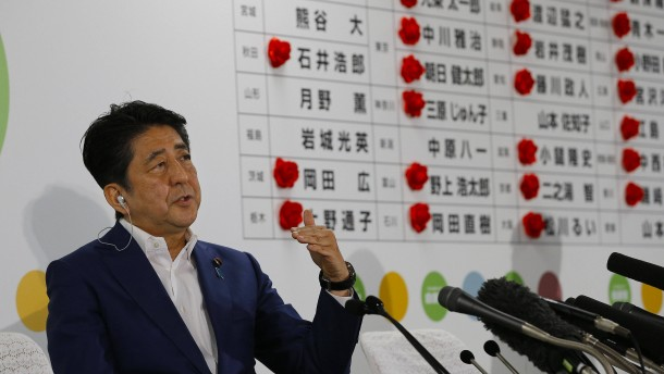 So will Shinzo Abe Japan weiter  umbauen