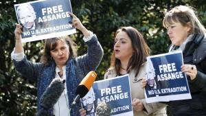 Protest gegen Auslieferung an Amerika
