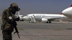 Taliban lassen offenbar 200 Ausländer ausreisen