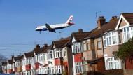 Mal eben mit dem Flieger nach London? Bei einem ungeordneten Brexit könnte es für Reisende zu Komplikationen kommen.