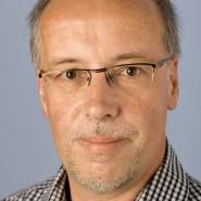 """Leonhard Kazda - Portraitaufnahme für das Blaue Buch """"Die Redaktion stellt sich vor"""" der Frankfurter Allgemeinen Zeitung"""