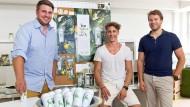 Haben ein neues Dosengetränk mit einem selektiven Vertrieb etabliert und schon festes Personal: die Gründer von Acáo, Michael Noven, Chris Reimann, Florens Knorr (v.l.)