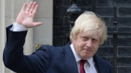 Premier wollte er nicht sein, jetzt ist er Außenminister: Boris Johnson nach seiner Ernennung vor Downing Street 10
