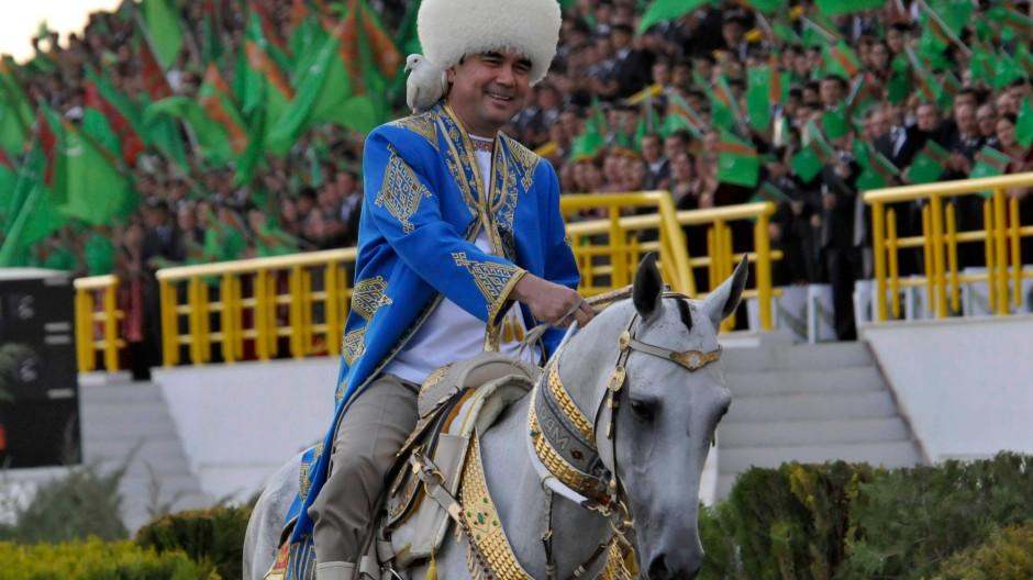 """Der Schein zählt: 2011 ließ Gurbanguly Berdymuchammedow die """"Turkmenische Glückswoche"""" ausrichten."""