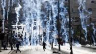 Ausbruch der Gewalt: Die israelische Polizei schießt Tränengasgranaten auf Palästinenser in Bethlehem.