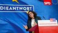 """Bezeichnete die Ergebnisse für die SPD als """"extrem entäuschend"""": Partei-Chefin Andrea Nahles"""
