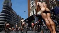 Nackte Radfahrer fordern mehr Respekt