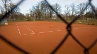 Sperriges Thema: Nach der Förderzusage der Stadt sind jene Vereine im Vorteil, die detaillierte Ausbaupläne für ihre Tennisanlagen in der Schublade haben.