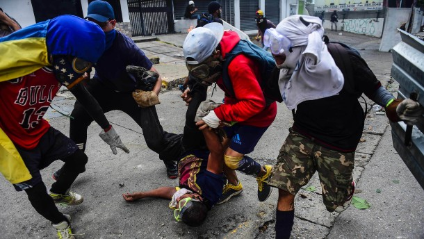 Tote bei Generalstreik gegen Staatschef Maduro