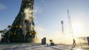 Drei neue Raumfahrer starten zur ISS