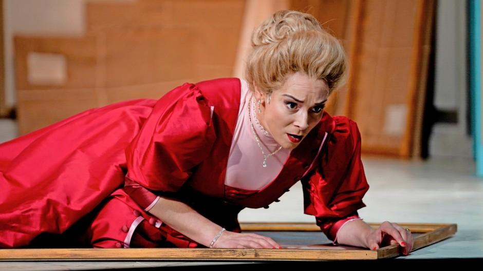 Der Auguste-Viktoria-Dutt ist nicht so fest wie ihre moralische Haltung: Anna Dennis als Rodelinda in Händels gleichnamiger Oper