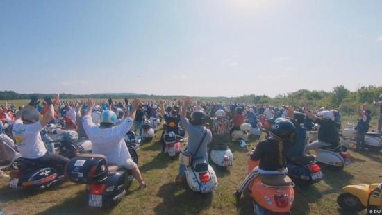 Tausende Vespa-Fans treffen sich