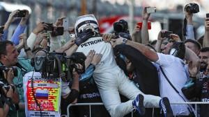 Bottas schlägt Vettel ein Schnippchen