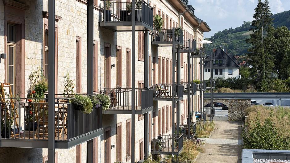 Mit System und Stelzen: Balkonanbauten in Heppenheim