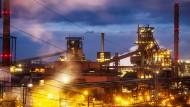 Das Ruhrgebiet könnte besonders schwer von amerikanischen Strafzöllen getroffen werden. So auch das Thyssenkrupp Stahlwerk Schwelgern bei Duisburg.