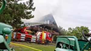 Feuer auf einem Reiterhof in Rüdesheim