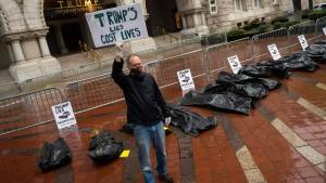 Leichensäcke vor Trump-Hotel