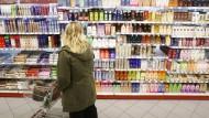 Frauen müssen für Friseur, Kosmetikprodukte und Parfüm mehr bezahlen.
