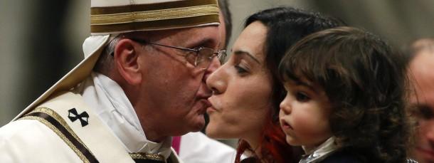 Papst Franziskus feiert mit Gläubigen die Christmette im Petersdom zu Rom