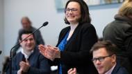 Der einzige Mann in der SPD? Andrea Nahles in ihrer Fraktion.