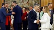 Mujeres y admiradores: Innenminister Grande-Marlaska und Parlamentspräsidentin Pastor bei der Vereidigung