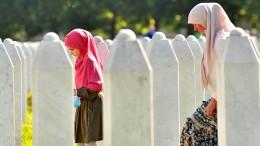 Tausende gedenken der Opfer des Massakers in Srebrenica