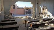 Tödlicher Schulalltag: Ein zerbombtes Klassenzimmer im syrischen Dorf Haass.