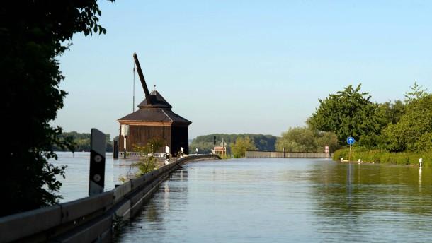 Der Rhein fließt, der Verkehr nicht