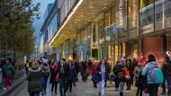 Noch vergleichsweise wenig: Kunden auf der Frankfurter Zeil