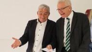 Thomas Strobl (CDU) und Winfried Kretschmann (Grüne) nach der Einigung auf einen grün-schwarzen Koalitionsvertrag in Stuttgart.